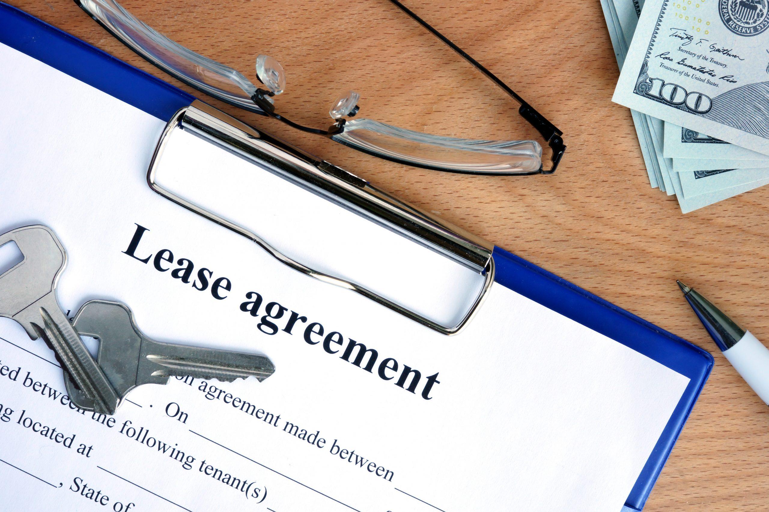 Advantagse and Disadvantages of Annual and Month-to-Month Leases for a Landlord